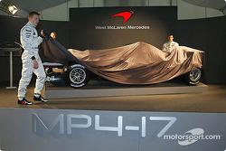 Kimi Raikkonen, Alexander Wurz et David Coulthard avec la nouvelle McLaren Mercedes MP4-17
