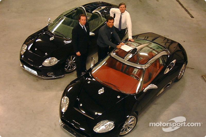 Maarten de Bruijn, Peter Kox et Victor Muller avec la Spyker C8 Spyder et la Spyker C8 Laviolette