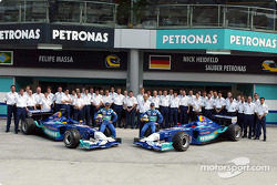 Group shot: Felipe Massa, Nick Heidfeld and Team Sauber