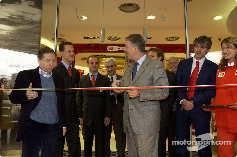 Apertura oficial de la Ferrari Store, Maranello: corte del listón con Jean Todt, Michael Schumacher