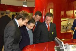 Apertura oficial de la Ferrari Store, Maranello: Luca Badoer, Jean Todt, Luciano Burti y Rubens Barrichello