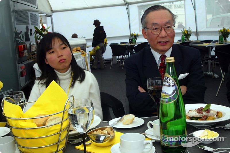 Su Majestad Imperial, la princesa Akiko de Japón y el Embajador de Japón en Londres, Mr. Orita