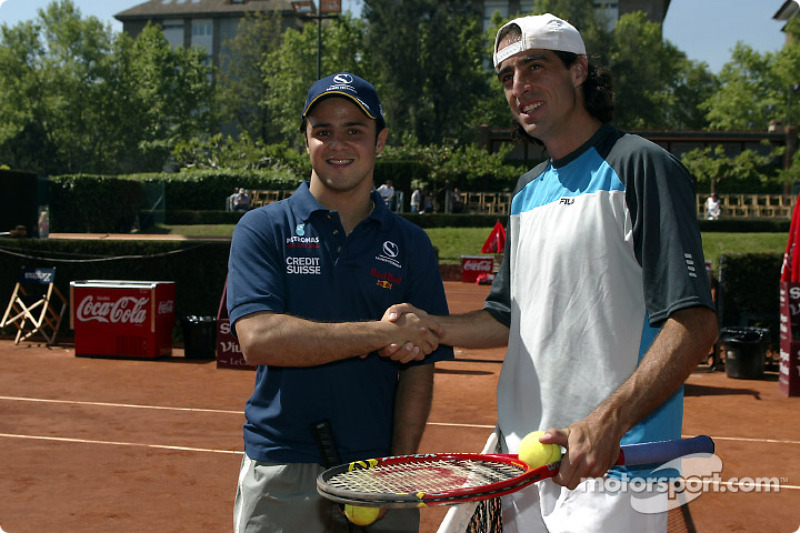 Felipe Massa jugando tenis con el estelar tenista brasileño, Fernando Meligeni