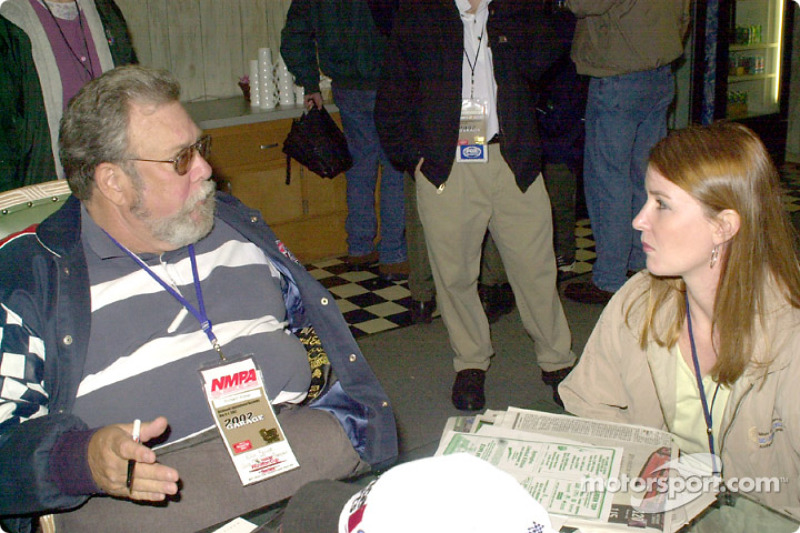 Rich Romer de Motorsport.com entrevistando a Sonny Hobbs