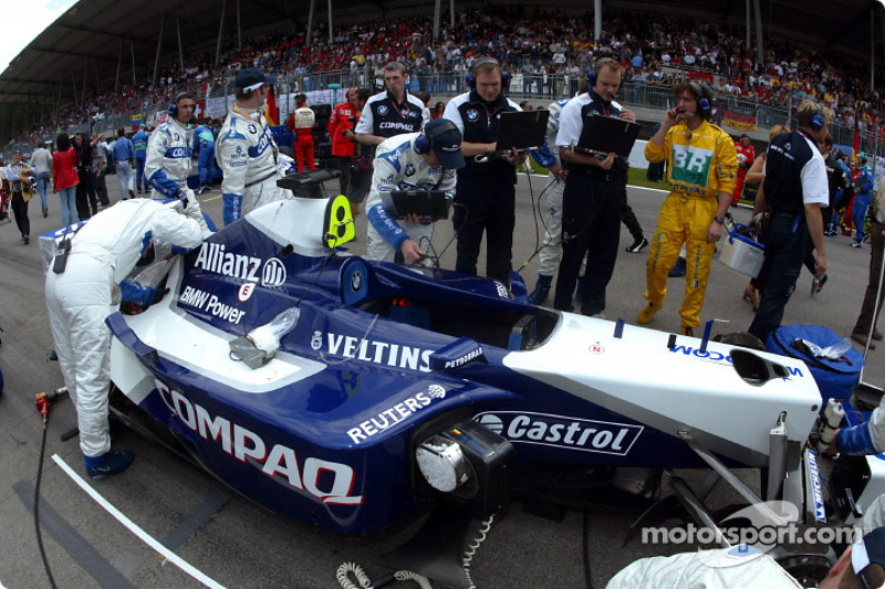 Equipo Williams-BMW en la parrilla
