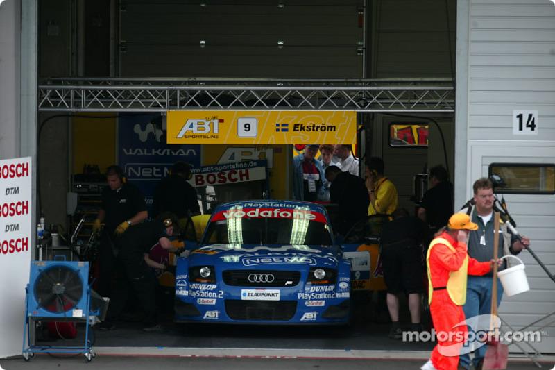Mattias Ekström in the garage