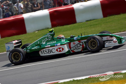 Eddie Irvine going to the pre-grid