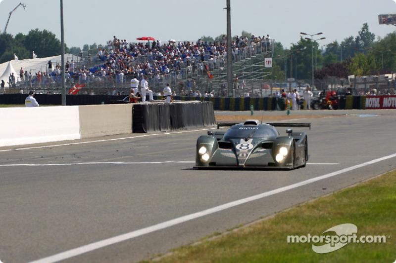Última vuelta para el Bentley EXP Speed 8 de Team Bentley