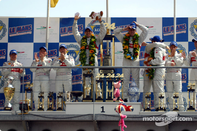 El podio general y de LMP 900 - LM GTP: Christian Pescatori, Johnny Herbert, Rinaldo Capello, Emanue