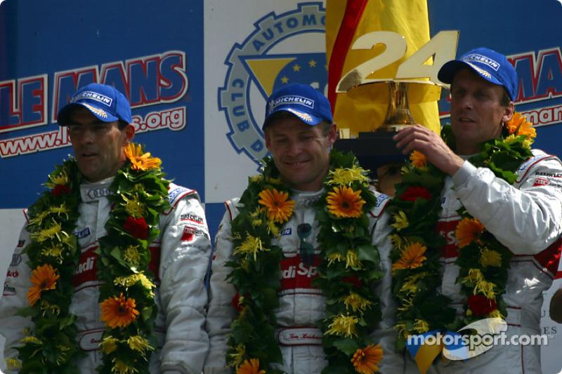 Podio general y de LMP 900 - LM GTP: los ganadores de la carrera, Emanuele Pirro, Tom Kristensen y F