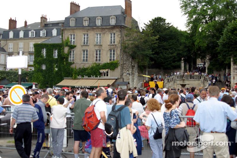 Actividad en Place des Jacobins durante el desfile de pilotos