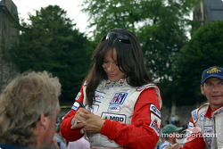 Milka Duno signing autographs