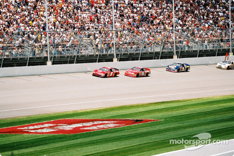 Bill Elliott, Dale Earnhardt Jr. y Michael Waltrip