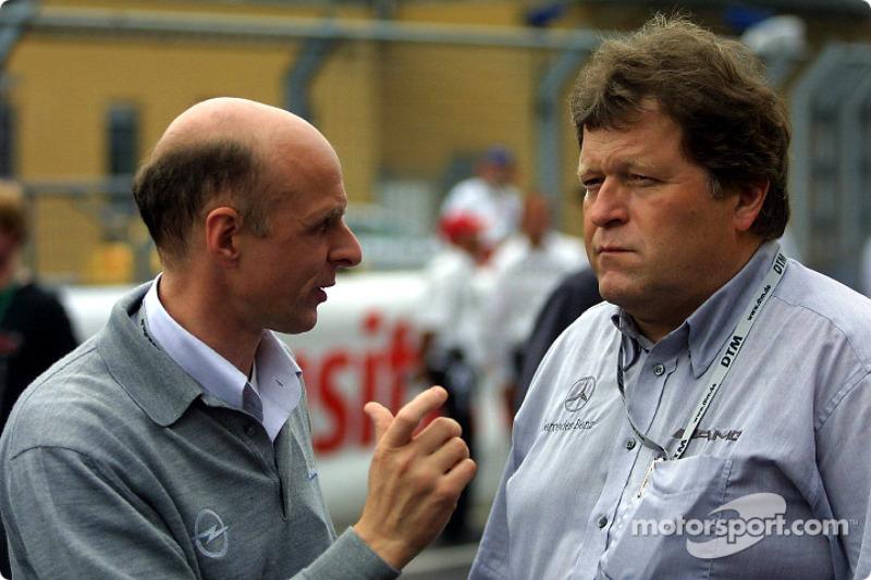 El jefe de Opel, Volker Strycek con el jefe de Mercedes, Norbert Haug