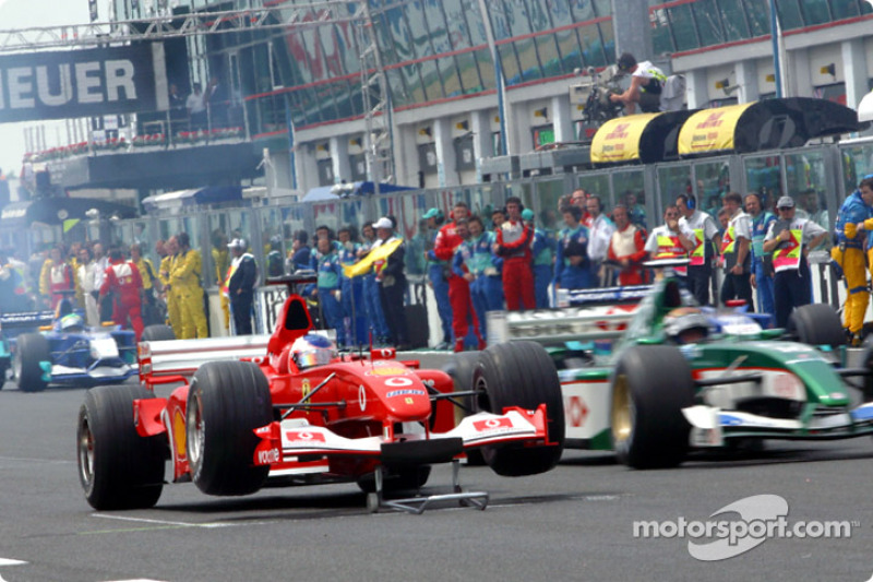 Rubens Barrichello atorado en la parrilla de salida