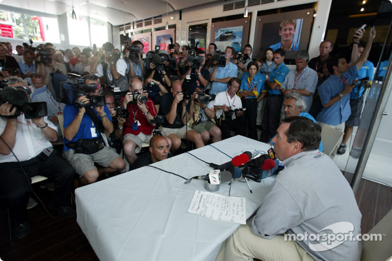 Патрік Фор оголошує, що з 2003 року Фернандо Алонсо стане основним пілотом Renault
