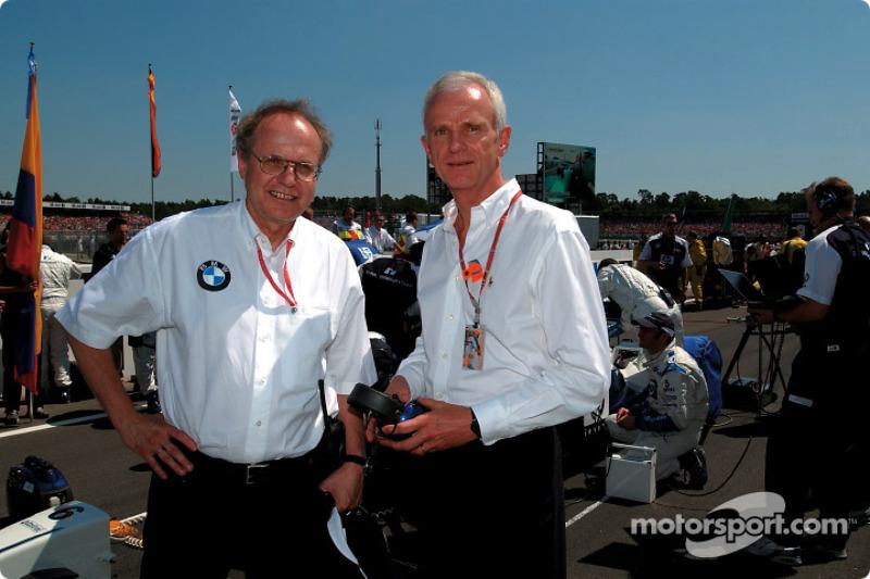 Miembro del Consejo para Desarrollo del Grupo BMW, Dr. Burkhard Goeschel con el Presidente de la Jun