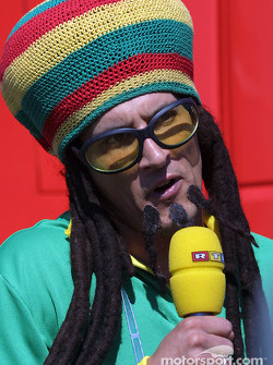 Rasta-look for a RTL race reporter