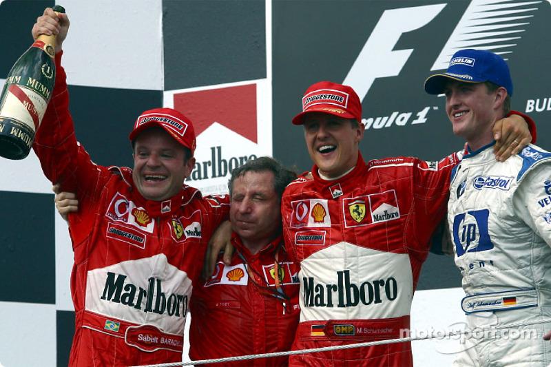 El podio: el ganador de la carrera, Rubens Barrichello con Jean Todt, Michael Schumacher y Ralf Schu