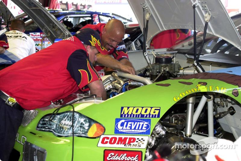 Trabajando en el auto de Jeff Gordon