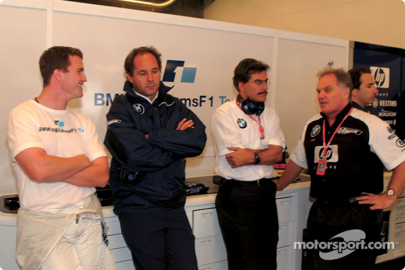 Ralf Schumacher, Gerhard Berger, Mario Theissen y Patrick Head