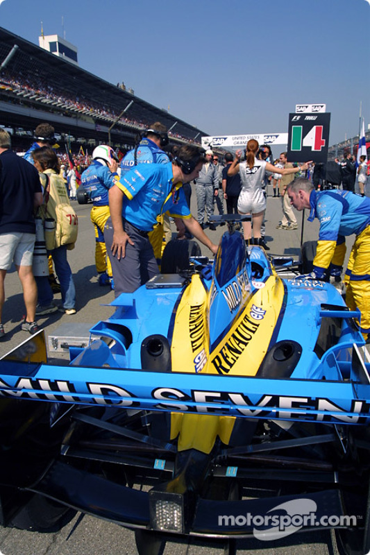 Team Renault F1 on the starting grid