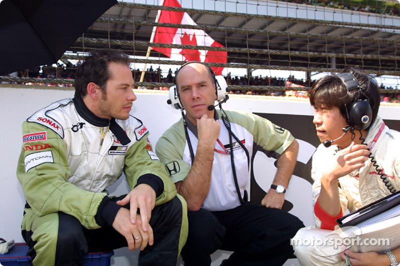 Jacques Villeneuve y Jock Clear en la parrilla de salida