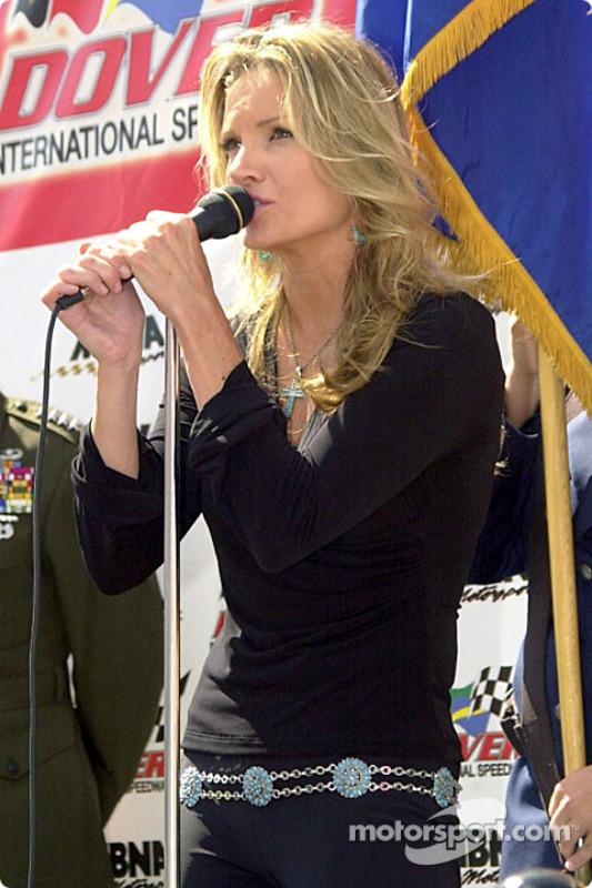 Ella cantó un tributo