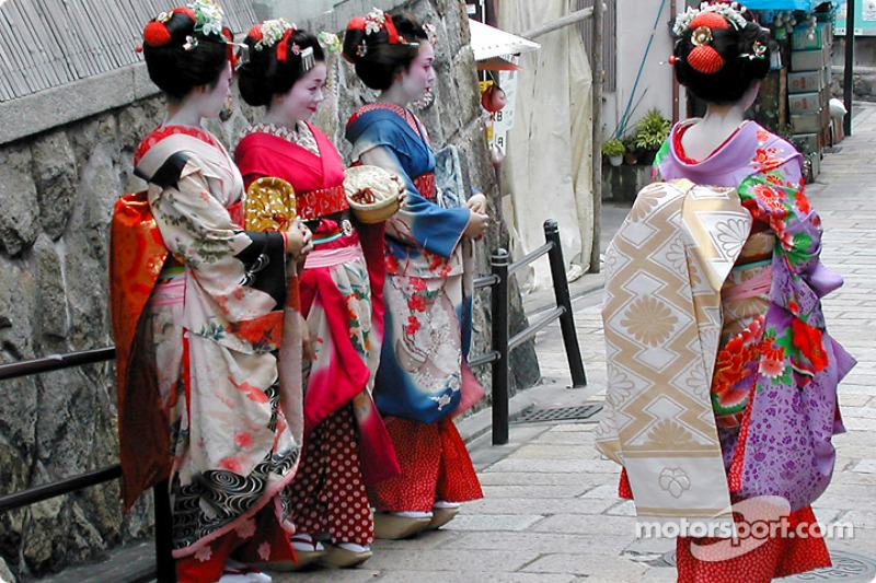 Beautiful maikos in Kyoto