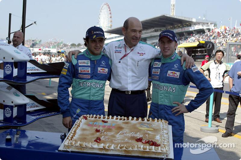 Peter Sauber celebrates birthday with Nick Heidfeld and Felipe Massa