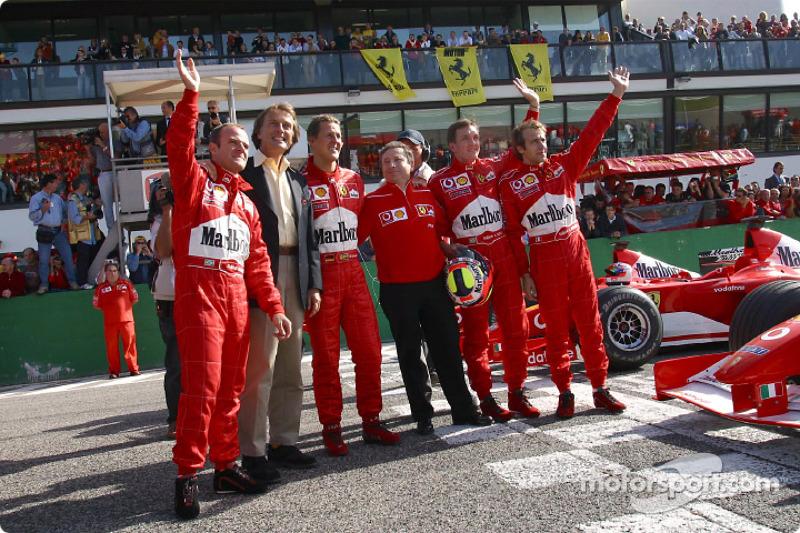 Rubens Barrichello, Luca di Montezemelo, Michael Schumacher, Jean Todt, Luciano Burti y Luca Badoer