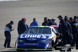 Jimmie Johnson gets tire temperatures checked