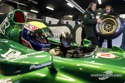 Mark Webber prueba el nuevo Jaguar R4