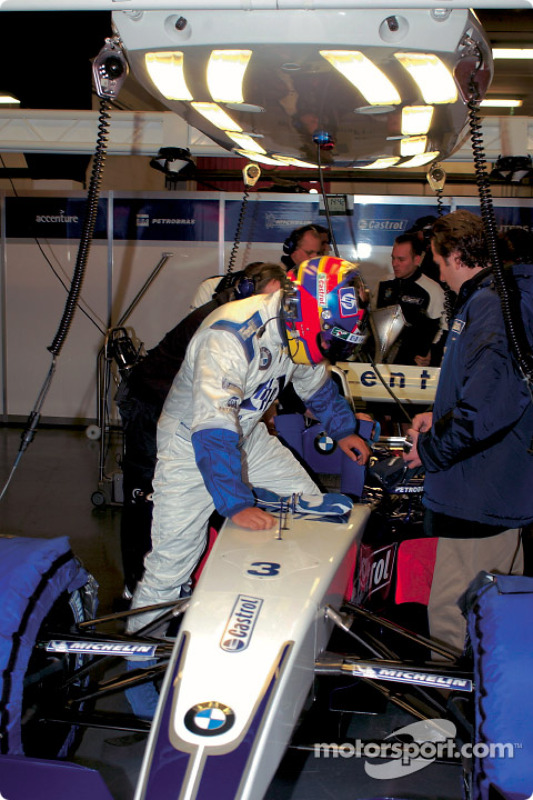 Juan Pablo Montoya tests the new BMW Williams F1 FW25