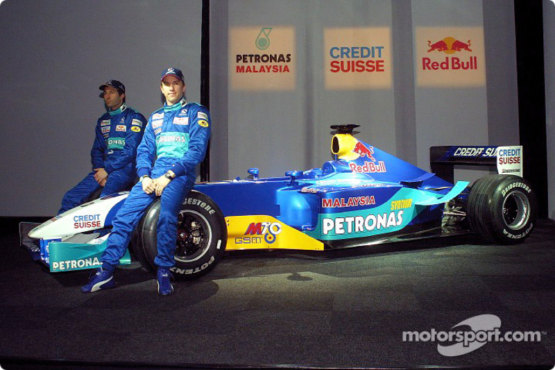 Heinz-Harald Frentzen and Nick Heidfeld with the new Sauber Petronas C22