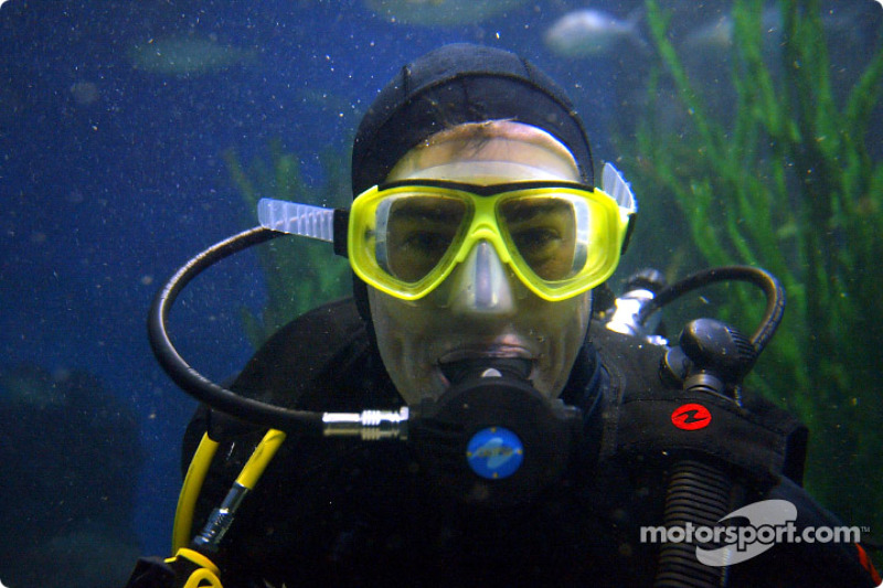 Ralph Firman swims with sharks in the Melbourne aquarium