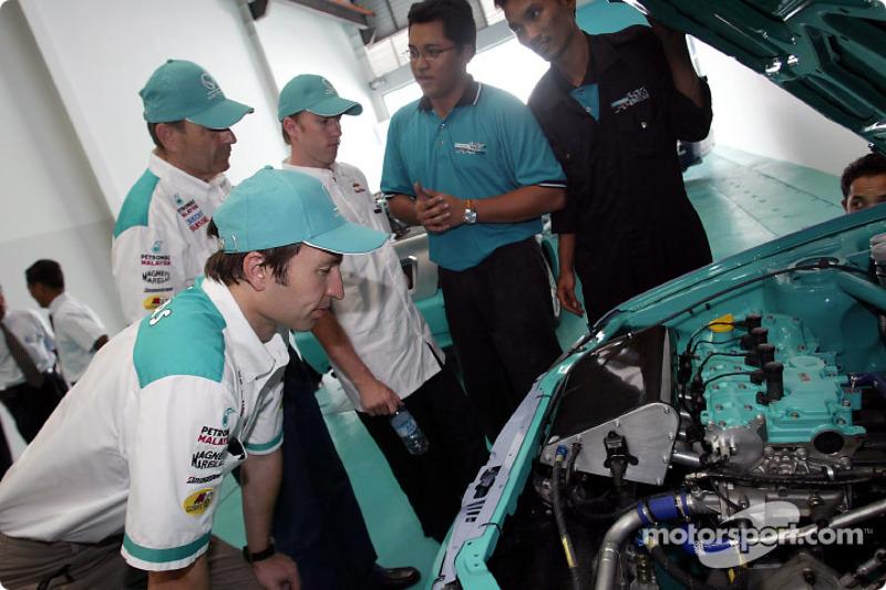 Visit of the Proton Edar Showroom in Jalan Ampang: Heinz-Harald Frentzen and Nick Heidfeld