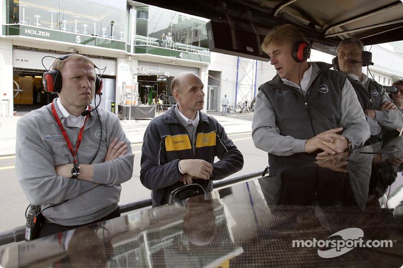 Alain Uyttenhoven (Opel Member of the Board), Volker Strycek (Opel motorsport director), Günther Hol
