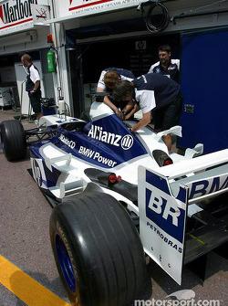 Williams-BMW pit