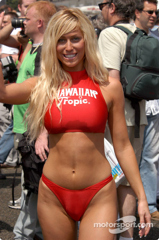 Hawaiian Tropic Girl At 24 Hours Of Le Mans
