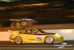 la Porsche 911 GT3 RS n°78 de l'équipe PK Sport LTD pilotée par Robin Liddell, David Warnock, Piers Masarati dans les stands