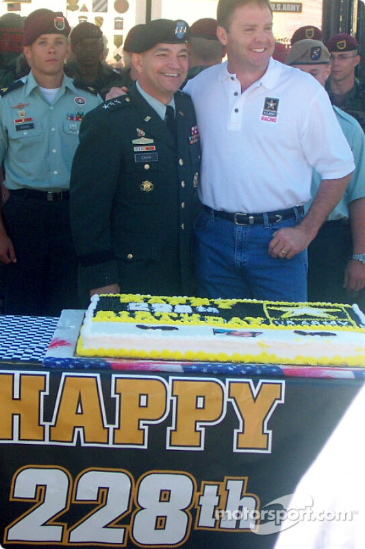 Mike Wallace with US army General