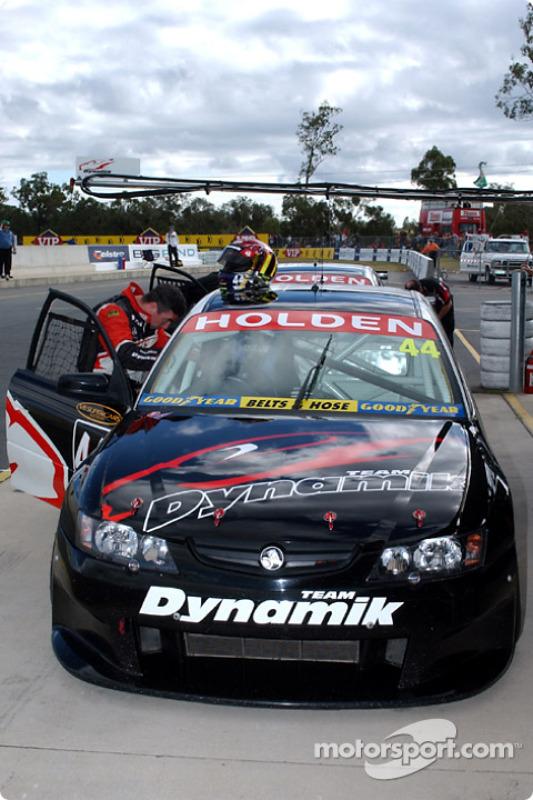 Le pilote du Team Dynamik Simon Wills se prépare pour les essais