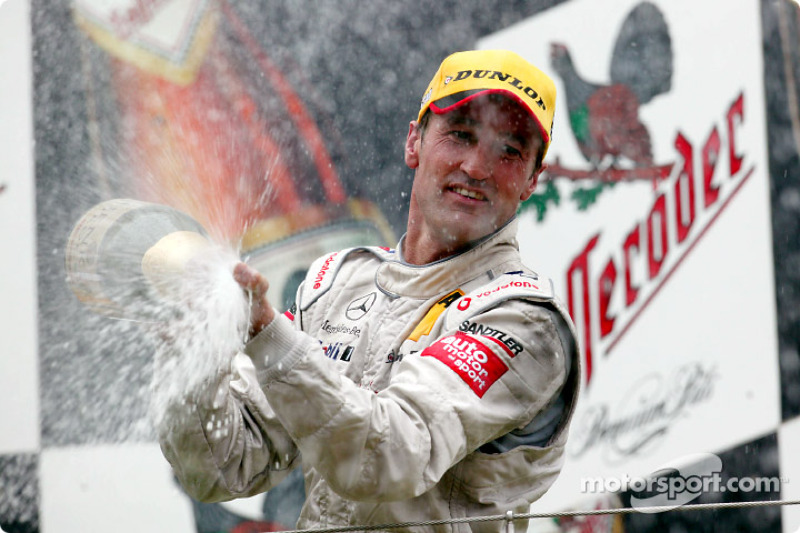 Podium: champagne for Bernd Schneider