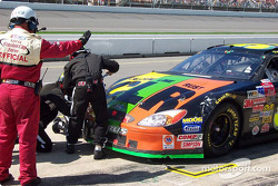 Pitstop and right front fender repair for Kevin Lepage