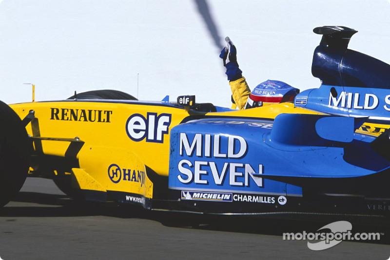 GP da Hungria 2003 – Após nova pole em Hungaroring, Alonso controlou com maestria o ritmo da corrida para ficar com sua primeira de 32 vitórias, se tornando o vencedor mais jovem (22 anos). Esta marca foi batida por Vettel e Verstappen.