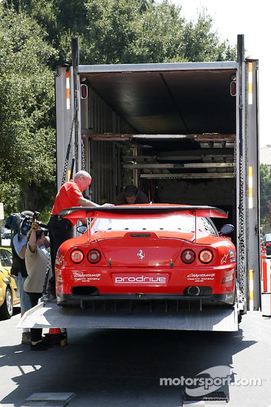 La Prodrive Ferrari 550 Maranello est déchargée