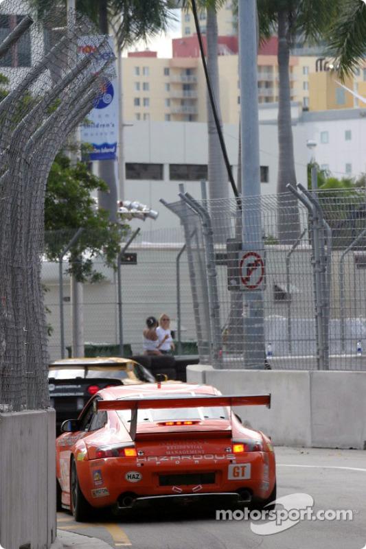 la Porsche 911 GT3RS n°33 de l'équipe ZIP Racing pilotée par Andy Lally, Spencer Pumpelly