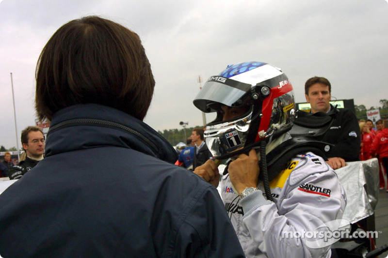 Jean Alesi on the starting grid