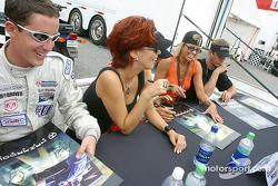 Autograph session: Burt Frisselle